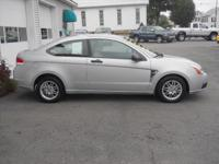 2008 Ford Focus SE Coupe SE Our Location is: Village