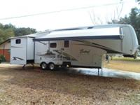 2008 Forest River Cardinal M33TBH 5th Wheel. 2008