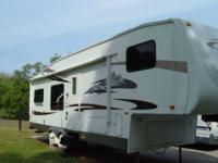 2008 Forest River Salem 5th Wheel This amazing 31 foot