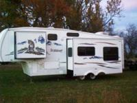 2008 Forest River Wildcat 29RLBS 5th Wheel Length 29ft