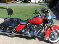 This is a gorgeous, perfectly maintained 2008 Road King