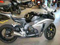 2008 HONDA CBR1000, Two-Tone Black / Metallic Silver,