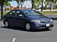 FUEL EFFICIENT 45 MPG Hwy/40 MPG City! CARFAX 1-Owner,