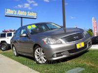 This 2008 Infiniti M35 4dr 4dr Sdn RWD Sedan features a