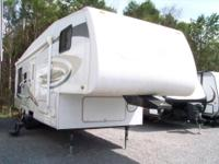 2008 Jayco Eagle Lite 30.5 RLS fifth wheel Sleeps 4,