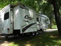 Nice clean 2008 Cougar 5th wheel with 2 slides, 2