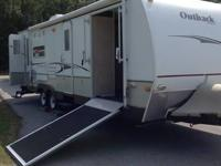 2008 Keystone Outback Kangaroo, 28KRS, has room for