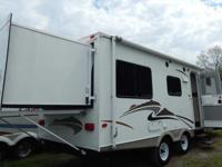 2008 Keystone Passport w/ Front bunk bedroom w/ 4