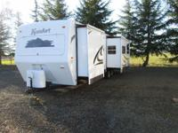 2008 Komfort travel trailer... 2 slideouts...U-shaped