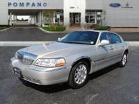 *New Arrival* *LOW MILES* This 2008 Lincoln Town Car