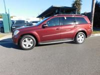 Like new carfax certified one owner 2008 Mercedes gl450