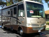 Beautiful 2008 Newmar Bay Star (BS CA 3201 W/2 PSO).