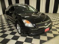 OVERVIEW This 2008 Nissan Altima 4dr 4dr Sedan V6 CVT
