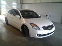 (513) 429-7684 ext.206 LEATHER and MOONROOF. Altima 2.5