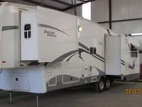 2008 NuWa Hitchhiker Discovery America 5th Wheel.
