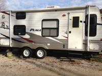19 Ft. IMMACULATE Towable Camper! 40th Anniversary