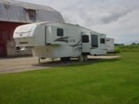 2008 Palomino Sabre 35' fifth tire trailer, Version