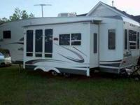 2008 Palomino Thoroughbred 5th Wheel This is a very