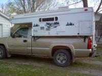 2008 Palomino Starcraft Truck Camper. The top raises up