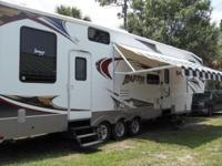 2008 36' TOY HAULER. 2 SLIDE OUTS. ELEC AWNING. ELEC