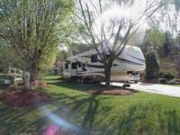 2008 Newmar Torrey Pine Fifth wheel with 3 slide outs,
