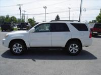 Exterior Color: white, Body: SUV, Engine: 4.7L V8 32V
