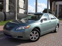 2008 Toyota Camry LE Green nice Power Leather Clean