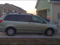 2008 Toyota Sienna in Excellent Condition Light Green