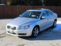 Exterior Color: silver metallic, Body: Sedan, Engine: