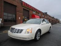 ***YES ONLY 24K MILES ON THIS DIAMOND WHITE 6 PASSENGER