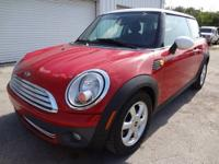 LIKE NEW IN AND OUT 2008 MINI COOPER ONLY 22731 MILES