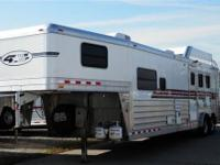 Very nice 2009 4-star w/ a 14' trail boss LQ. Sofa,