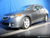 FUEL EFFICIENT 30 MPG Hwy/21 MPG City! Sunroof, NAV,