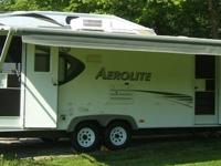 Real nice Aerolite 27 ' camper in excellent condition ,