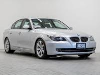 BMW of Honolulu proudly offers this beautiful 2009 BMW