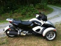 2009 Can-Am Spyder. Mint condition. No dings or