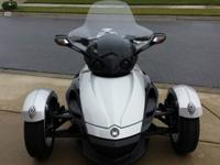 This is a excellent condition 2009 Can Am Spyder (5