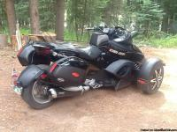 2009 Can Am Spyder, Phantom package. 9000 miles.Lot's