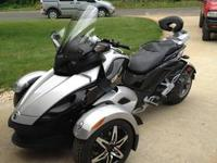 You are looking at a 2009 Can Am Spyder with 5 speed