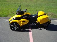 2009 Can-Am Spyder SE-5, color yellow, 7,605 easy miles
