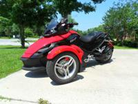 2009 Can-Am Spyder SE5 Very nice!Lots of extras  Spyder