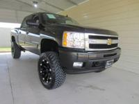 TRAIL-READY SILVERADO! This 2009 Chevrolet Silverado