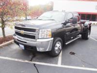 Exterior Color: black, Body: Crew Cab Pickup, Engine: