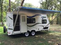 Nice 2009 Dutchman Aerolite Zoom travel trailer.