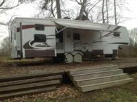 2009 Dutchmen Monte Vista M35QBHS 5th Wheel. This