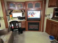 2009 Quantum 5th wheel by Fleetwood. Model # 355RLQS,