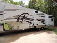 2009 Fleetwood Quantum 355RLQS 5th Wheel. 2009