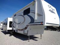 2009 FLEETWOOD REGAL 35 FT 355RLQS, WITH 4 SLIDE OUTS