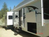2009 Forest River Wildcat 5th Wheel This 33 foot RV is