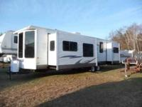 2009 Forest River Wildwood Travel Trailer Camper for